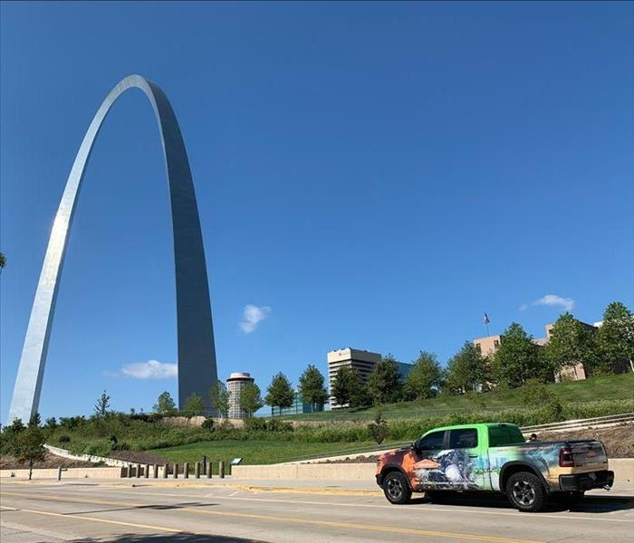 a SERVPRO truck in front of the St. Louis arch.